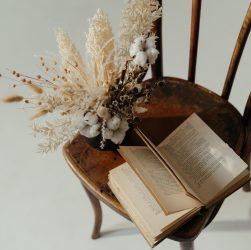 Comment vernir une chaise ancienne en bois ?